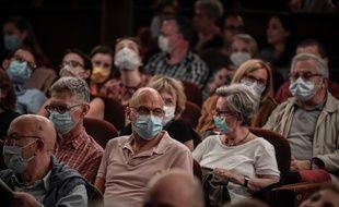 Le port du masque sera obligatoire d'ici peu dans les espaces publics clos.