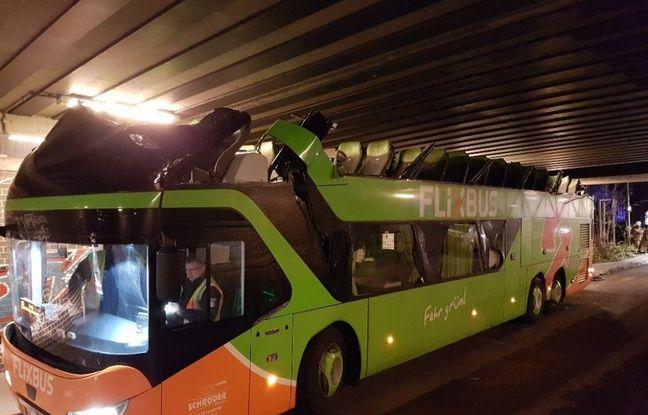 nouvel ordre mondial   Berlin: Un car français de Flixbus perd son toit en passant sous un pont