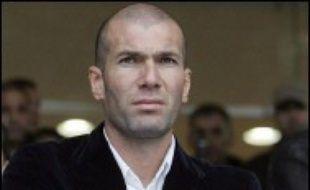 Le juge des référés de Marseille a condamné début décembre le magazine Voici à verser 50.000 euros de dommages et intérêts à Zinedine Zidane pour avoir publié un montage photo équivoque du footballeur avec la chanteuse Nâdiya, a-t-on appris mercredi de source judiciaire.