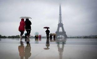 Paris sous la pluie, le 21 mai 2012.