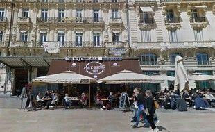 Le café Riche est situé sur la place de la Comédie de Montpellier.