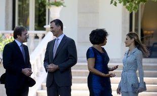 Le Premier ministre portugais Anibal Cavaco Silva, le roi d'Espagne, l'épouse du Premier ministre portugais, et la reine Letizia, à Lisbonne , lundi 7 juillet 2014