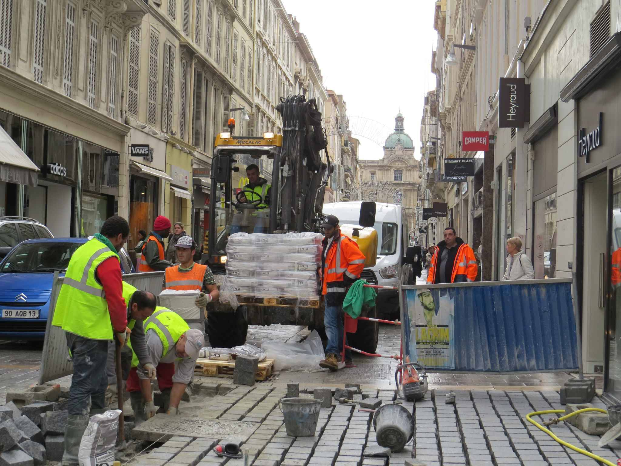 Marseille les commer ants se plaignent du chantier de la - Piscine st giniez marseille ...