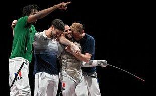 L'équipe de France de fleuret messieurs est championne olympique.
