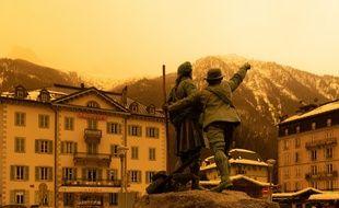Chamonix sous le ciel jaune du Sirocco, le 6 février 2021.