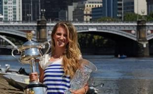 La Belarusse Victoria Azarenka est devenue officiellement N.1 mondiale, selon le classement WTA publié lundi, après sa victoire samedi à l'Open d'Australie où elle a battu en finale la Russe Maria Sharapova.