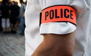 De faux policiers ont séquestré et braqué un livreur de vêtements (Illustration).