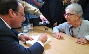 Jusqu'en juin, François Hollande va à la rencontre de ses lecteurs dans ses librairies de France comme ici à Strasbourg.