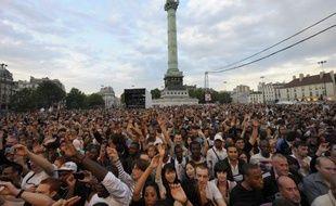 Le public du concert pour le 30e anniversaire de l'élection de François Mitterrand, le 10 mai 2011, place de la Bastille à Paris.