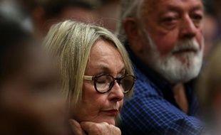 June et Barry Steenkamp, les parents de Reeva, le 16 octobre 2014 au tribunal de Pretoria, lors du procès d'Oscar Pistorius, en Afrique du Sud