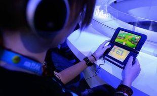 Le pionnier japonais des jeux vidéo, Nintendo, a lancé vendredi un important avertissement sur ses résultats annuels, à cause de ventes très mauvaises de consoles et jeux.