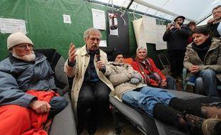 NANTES, le 25/04/2012 Jose BOVE avec les grevistes de la faim qui luttent contre le projet d'aéroport Notre Dame des Landes