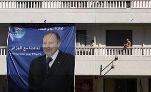 Une affiche électorale d' Abdelaziz Bouteflika le 16 avril 2014 dans le centre d'Alger