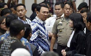 Basuki Tjahaja Purnama (au centre), gouverneur de Jakarta (Indonésie).