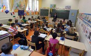 Une minute de silence a été observée mardi autour de 11H00 dans les établissements scolaires de France, à la demande du président Nicolas Sarkozy, pour rendre hommage aux trois enfants et au professeur tués lundi dans une école juive de Toulouse.