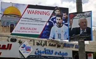 Cette pancarte à Hébron, en Cisjordanie, appelait l'Argentine et Messi à ne pas disputer le match amical face à Israël à Jérusalem.