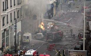 Une explosion de gaz survenue jeudi à la mi-journée lors de travaux sur une canalisation dans le centre de Lyon, a tué un pompier, et fait 26 blessés, dont deux graves, selon le dernier bilan fourni par la préfecture du Rhône.