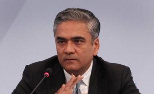 Le patron de Deutsche Bank, Anshu Jain, a gagné nettement moins l'an dernier à la tête de la société que l'année précédente quand il n'était encore que chef des activités de banque d'investissement, selon les chiffres publiés par la première banque allemande lundi.