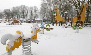 Le parc des poussins de la citadelle de Lille sous la neige.