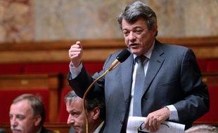 """Jean-Louis Borloo, président de l'UDI, a affirmé mardi sur Europe 1 qu'il voulait """"débattre publiquement"""" avec le Premier ministre Jean-Marc Ayrault de la politique économique et sociale, sur laquelle, selon lui, le gouvernement a """"totalement perdu la main""""."""