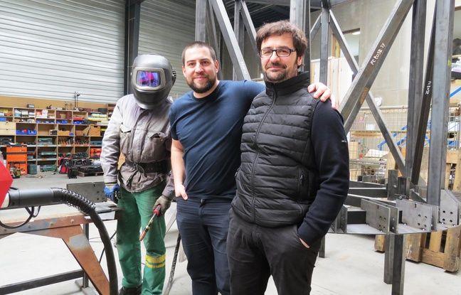 François Chesnot, architecte, et Freddy Bernard, gérant de Métalobil, aux côtés d'un technicien aux allures de Daft Punk.