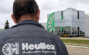 La direction de l'équipementier automobile Heuliez devait annoncer lundi au cours d'un comité d'entreprise extraordinaire son intention de déposer le bilan de cette entreprise de près de trois cents salariés, pour la troisième fois depuis 2006, a-t-on appris de source proche du dossier.