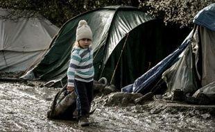 Un enfant dans le camp de migrants de Grande-Synthe, près de Dunkerque, le 11 février 2015