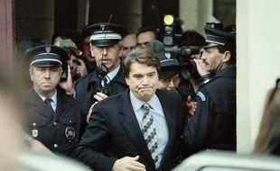 Bernard Tapie à la sortie du tribunal de Douai.