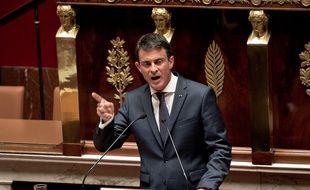 Le Premier ministre défend le 5 février 2015 le projet de loi de révision constitutionnelle à l'Assemblée (ici sur une photo prise le 25 novembre 2015).