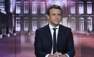 """Emmanuel Macron, candidat de En marche, sur le plateau de l'émission """"Elysée 2017"""" diffusée sur TF1 le 27 avril 2017."""