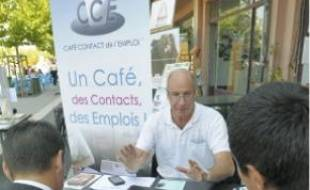 Au stand du Café contact de l'emploi.