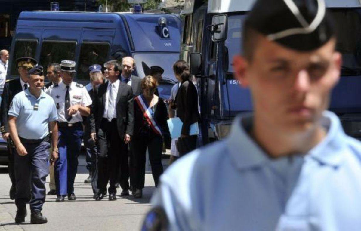 Cinq jours après le meurtre dans l'exercice de leur mission de deux femmes gendarmes dimanche dans le village de Collobrières (Var), un hommage national leur sera rendu vendredi matin à Hyères, en présence du ministre de l'Intérieur Manuel Valls. – Boris Horvat afp.com