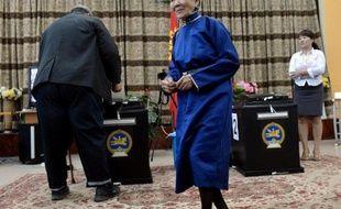 """Les Mongols votaient jeudi pour élire leurs futurs députés au """"grand Khoural"""" et départager deux partis politiques qui ont chacun promis une meilleure répartition des ressources dans ce pays encore pauvre mais en plein boum minier."""