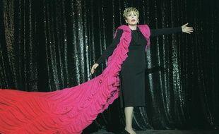 Sylvie Joly sur la scène du Casino de Paris.