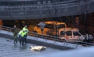Le corps d'une femme a été découvert par les policiers au domicile de l'homme ayant tué quatre personnes en tirant dans la foule mardi à Liège (sud-est de la Belgique), ont rapporté mercredi des médias belges.