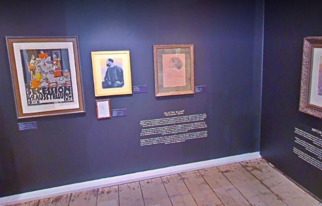 Mur revêtu d'oeuvres de Gustav Klimt