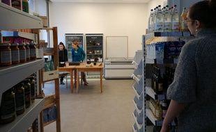 Dans la coopérative alimentaire de Strasbourg, Coopalim, les clients sont aussi bénévoles, au moins trois heures par mois.