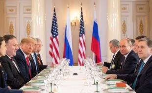 Donald Trump face à Vladimir Poutine lors d'un déjeuner de travail à Helsinki, le 16 juillet 2018.