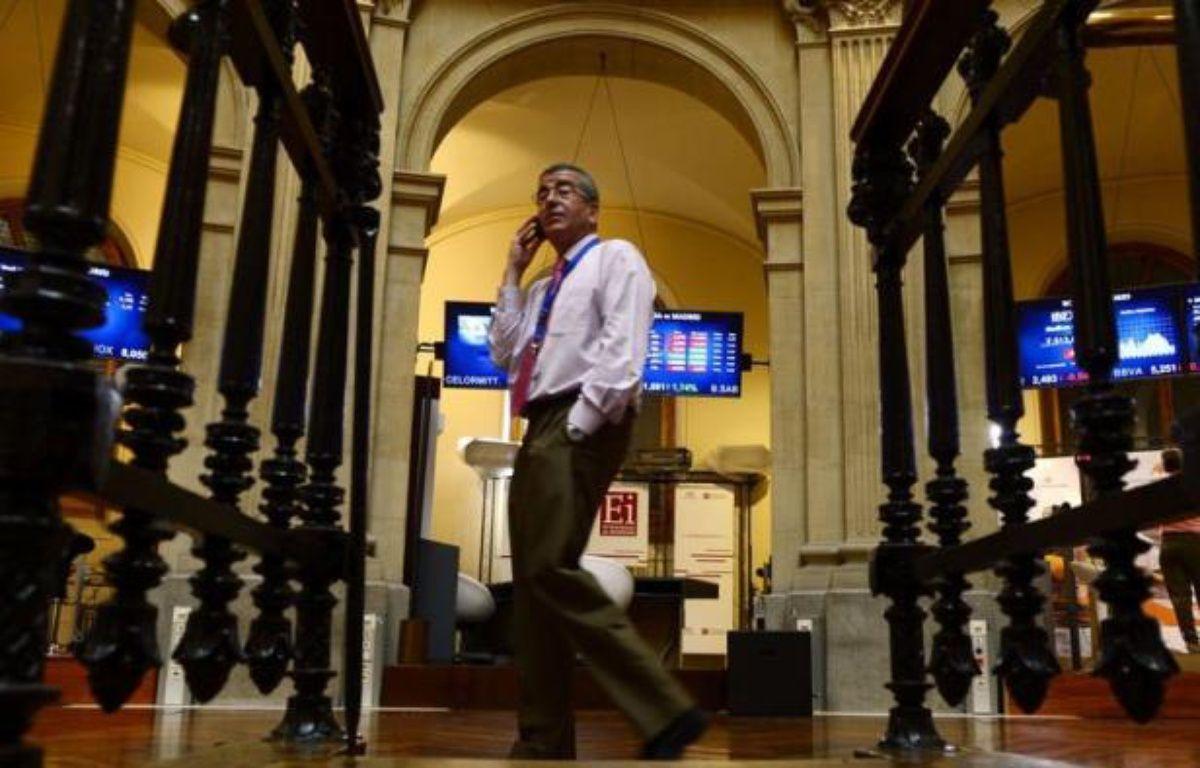 La défiance était de mise lundi sur les principales places financières, la victoire de la droite pro-européenne aux élections grecques n'ayant pas réussi à apaiser les investisseurs très préoccupés par la situation de l'Espagne dont les taux d'emprunt s'envolent. – Javier Soriano afp.com