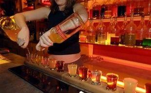 """""""L'alcool est trop souvent pris par les jeunes comme un produit plaisir qu'ils ont la sensation de maîtriser"""", a commenté Philippe Lamoureux, directeur général de l'Institut national de prévention et d'éducation pour la santé"""