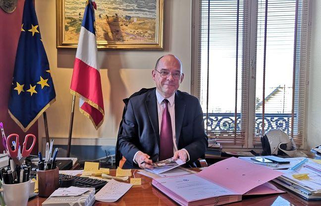 Le maire de Montfermeil, Xavier Lemoine, dans son bureau.