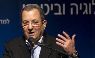 Le ministre israélien de la Défense Ehud Barak a maintenu jeudi le flou sur une éventuelle implication de son pays dans l'assassinat la veille en Syrie d'un cadre militaire du mouvement islamiste palestinien Hamas qui a dit soupçonner le Mossad israélien.