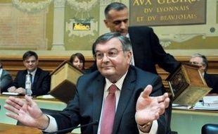 """""""J'ai eu une réponse positive de François Bayrou. J'attends que ça se fasse"""", a indiqué lundi le président du groupe centriste au Sénat, Michel Mercier."""