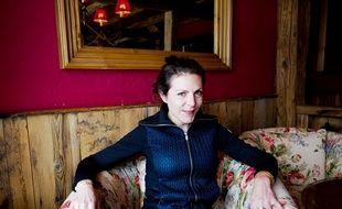 Anne-Elisabeth Blateau interprète Emma dans la série « Scènes de ménages » sur M6.