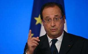 """François Hollande juge que """"le temps est venu"""" de faire une """"pause fiscale"""", notamment grâce à """"l'engagement de substantielles économies"""""""