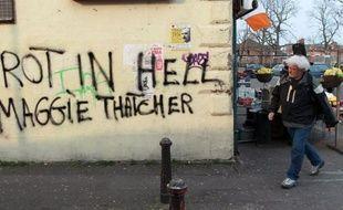 """Les graffitis sur les murs de Belfast-Ouest lui souhaitent de """"pourrir en enfer"""", tant les républicains catholiques n'ont pas pardonné à Margaret Thatcher d'avoir laissé mourir en prison dix militants de l'IRA (l'Armée Républicaine Irlandaise)."""
