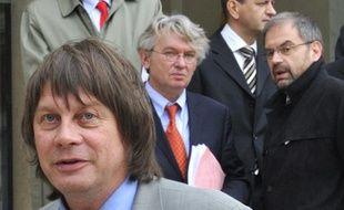 Les représentants des principaux syndicats français devant l'Elysée le 10 mai 2010.