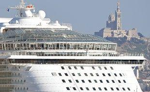 Un bateau de croisière à Marseille