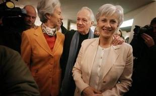 """Jean-Marie Cavada, qui a rompu avec François Bayrou pour diriger une liste soutenue par l'UMP aux municipales à Paris, a annoncé lundi le lancement d'""""Avenir démocrate"""", un """"forum d'action politique"""", en présence d'autres anciens du Mouvement démocrate."""