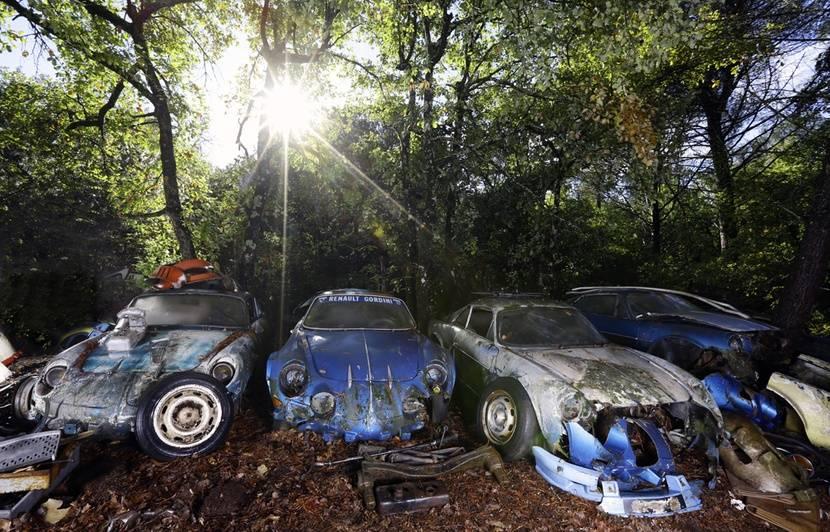 var: un trésor de voitures de collection mis en vente aux enchères